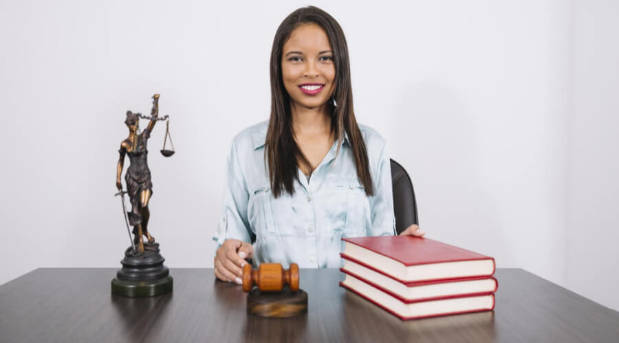 Benefits Of Becoming A Business Lawyer